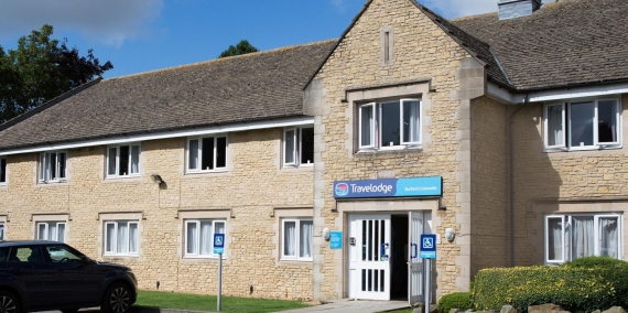 Travelodge Burford Cotswolds Exterior